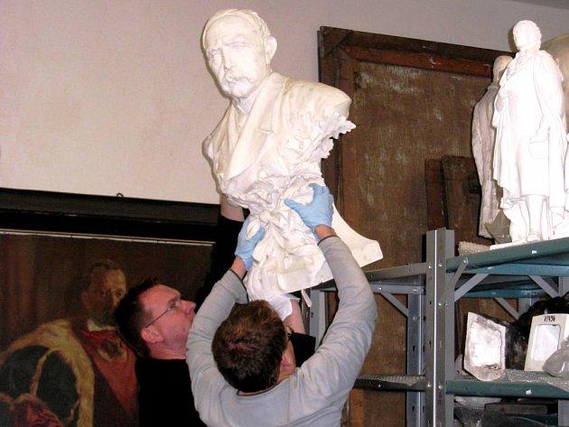 V SOUČASNÉ chvíli pracovníci muzea vyklízejí prostory určené pro stálé expozice.