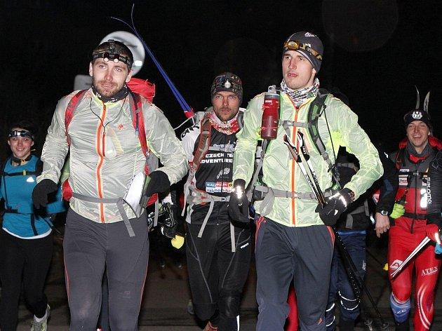 NA STARTU závodu sice Pavel Paloncý s Filipem Šilarem mohli se soupeři probírat cokoliv, do finiše ale mířili osamoceni.
