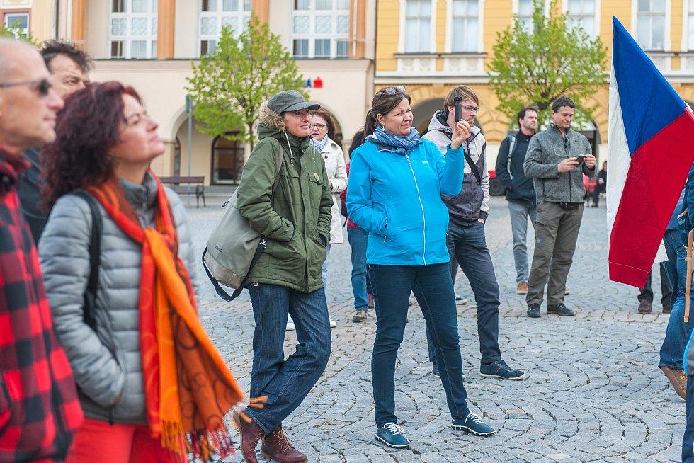 Protest proti Babišově vládě na Krakonošově náměstí v Trutnově.