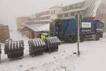 Popelářské směny měly plno práce během vánočních svátků a Silvestra. V Trutnově svezly 190 tun odpadu.