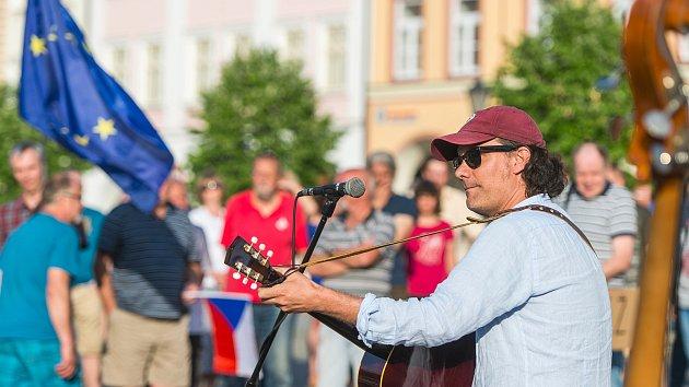 Demonstrace proti Andreji Babišovi v Trutnově 2019