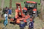 Hasiči v Hertvíkovicích čistili požární nádrž.