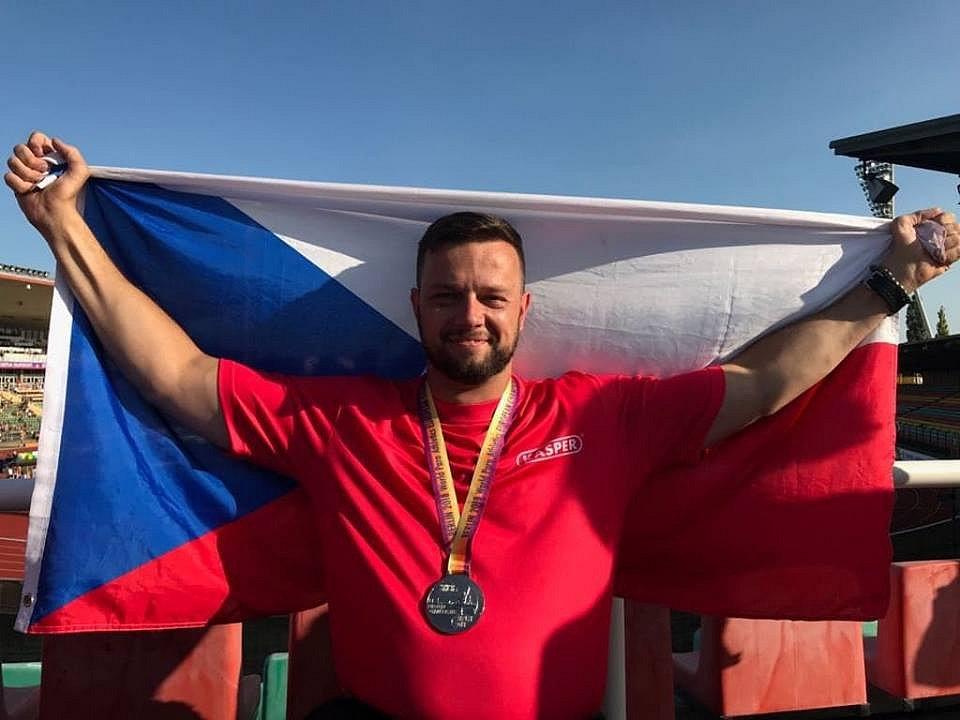 Paralympionik Aleš Kisý se stříbrnou medailí v Berlíně.