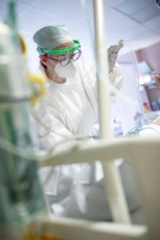 Covidové oddělení na jednotce intenzivní péče v Oblastní nemocnici v Trutnově.