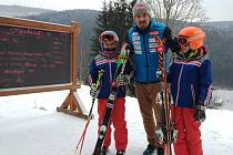 VE SKIAREÁLU HERLÍKOVICE zahájily sezónu o tomto víkendu a návštěvníci se tu mohli potkat i s českou lyžařskou jedničkou Ondřejem Bankem.