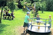 RADOST mají z nového hřiště v Jívce především děti, které si sem chodí hrát.