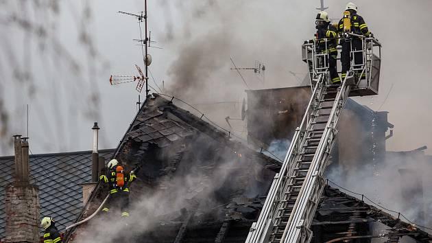 Požár domu na náměstí ve Dvoře Králové nad Labem.