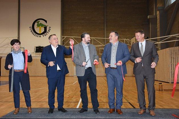 Slavnostní otevření sportovní haly trutnovského gymnázia po rekonstrukci za 27,5 milionu korun.