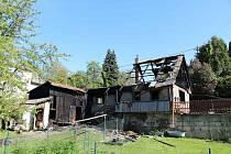 Při červnovém požáru chalupy v Dolní Brusnici zemřel člověk.