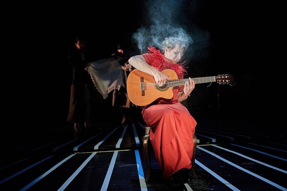 Cirk La Putyka odehrál v trutnovském Uffu premiéru Isole.