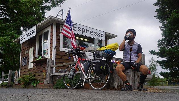 Petr Mazal absolvoval na kole během 32dní 7047kilometrů vSeverní Americe podél pobřeží Tichého oceánu.