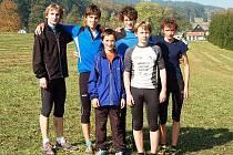 VÍTĚZNÉ DRUŽSTVO. Vzadu zleva: Daniel Gabrle, Jan Petržela, Lukáš Vácha, Petr Adámek. Vpředu: Jan Pavel, Jan Grundmann.