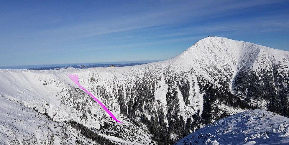 Pohled z hrany Studniční stěny směrem na Sněžku a Obří důl během přesunu na záchrannou akci.