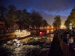 Úpou na úvod dračích slavností bublala Vltava