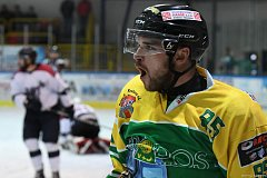 Osm branek stihli během dvou zápasů na vlastním stadionu nastřílet hokejisté Dvora Králové.