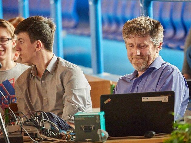 Václav Fišer, učitel ZŠ Komenského v Trutnově, je hlavním strůjcem nejlepšího evropského projektu.