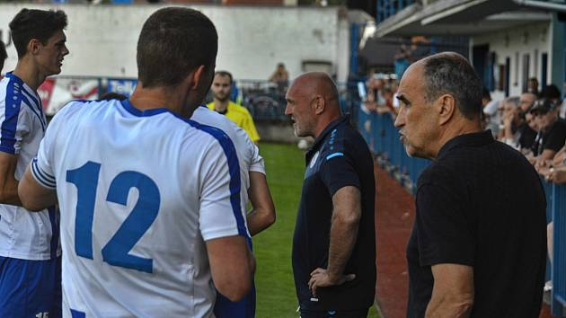 Náchod, na lavičce s Václavem Kotalem, tentokrát míří do Tochovic.