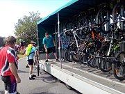 Na kola do hor. Nejvíce turistů jezdilo cyklobusy na lince z Harrachova do Malé Úpy a z Vrchlabí na Špindlerovu boudu, nejvíce kol přepravila linka Úpice - Trutnov - Horní Malá Úpa.