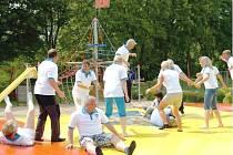 GIGANTICKÁ TRAMPOLÍNA je jednou z nejnovějších součástí havlovického sportovního areálu. Vyřádí se na ní nejen děti, ale i dospělí.