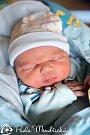JAKUB KULHÁNEK se narodil Kateřině Kučerové a Jakubu Kulhánkovi 29. listopadu. Vážil 3,89 kilogramu a měřil 52 centimetrů. Bydlet bude ve Vrchlabí.
