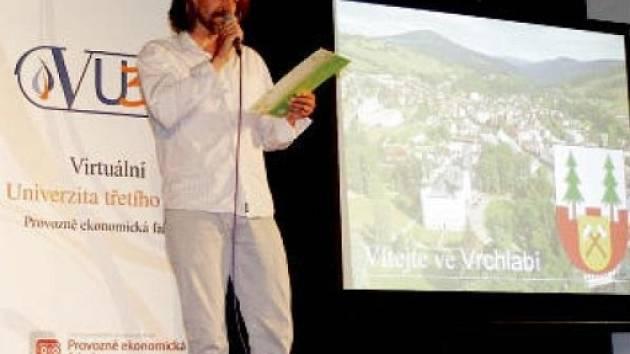 Závěrečný seminář zahájil ředitel vrchlabského kulturního domu Vladimír Jindra.