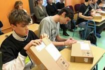 Výuku pomocí tabletů zkouší v jedné ze tříd Střední školy informatiky a služeb ve Dvoře Králové.