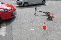Ve Vrchlabí se srazilo auto s motorovou koloběžkou
