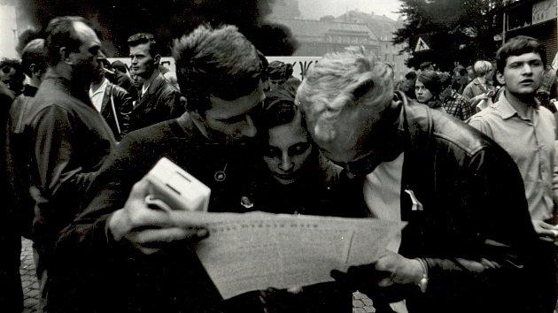O mimořádná vydání novin byl v prvních dnech okupace velký zájem.