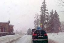 Zasněžená silnice v Trutnově, úterý 16. ledna 2018