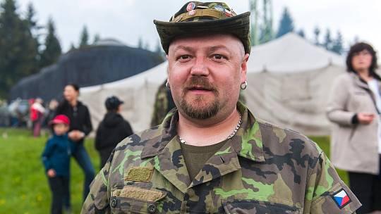 Tomáš Čížek, sběratel vojenských vozidel.