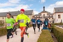 Z maratonu v Kuksu. Běželo se areálem Šporkova barokního panství.