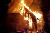 Požár penzionu v Bedřichově.