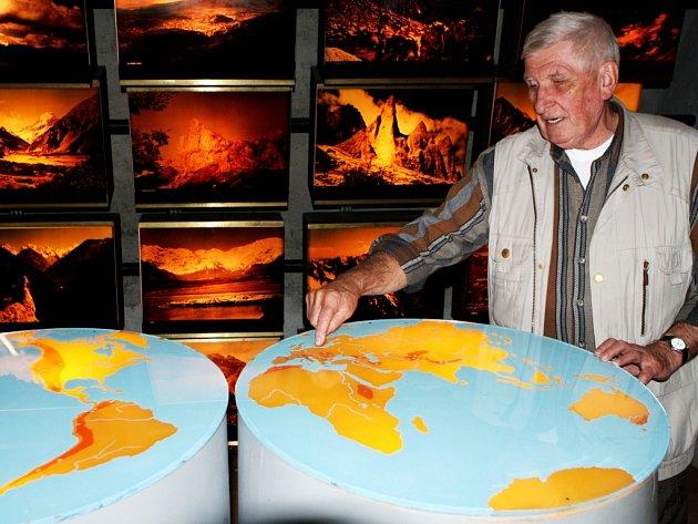 OD DUBNA 1984 byla chloubou Krkonošského muzea expozice Kámen a život. Jedním z tvůrců byl Jan Štursa.