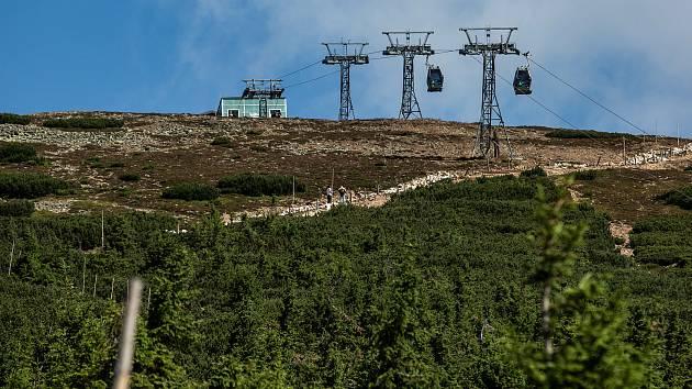 Na lanové dráze mezi Růžovou horou a Sněžkou dojde k zrušení podpěry číslo 17 a zvýšení podpěry číslo 18.