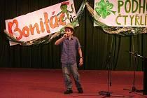ŽIVÉHO FINÁLOVÉHO VYSTOUPENÍ v soutěži Podhorský čtyřlístek se letos ve rtyňském kinosále zúčastnilo pětačtyřicet  dětí.