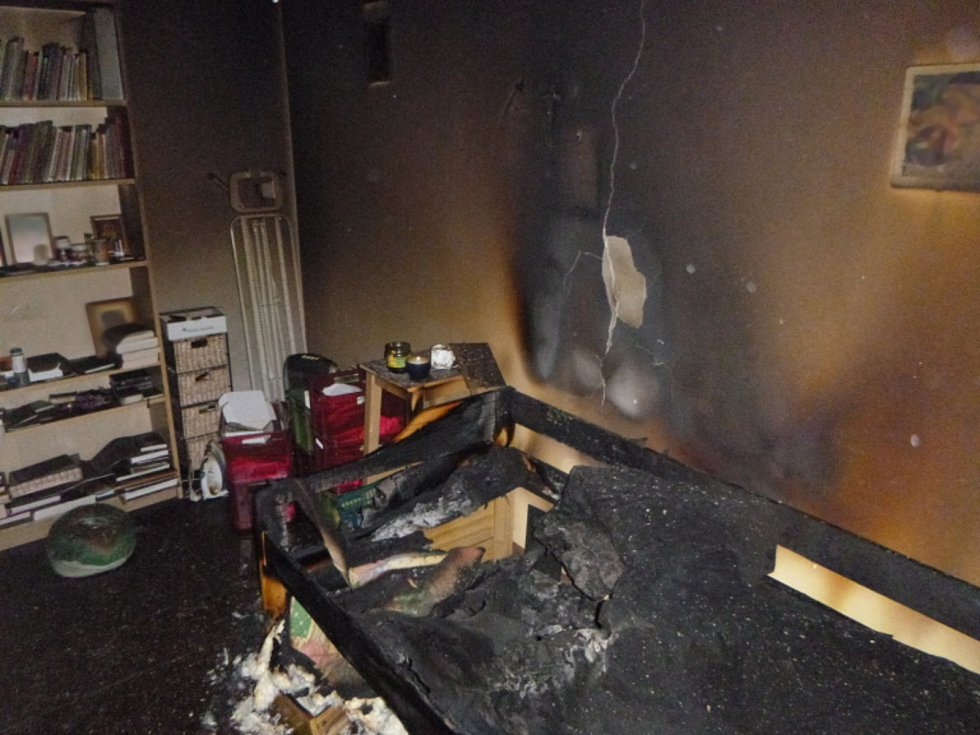 V bytě tři dny hořelo, nikdo o tom nevěděl