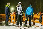V pátek večer se poprvé lyžovalo v Mladých Bukách.