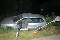 Zdrogovaný řidič ujížděl před policií, jízda však skončila nehodou