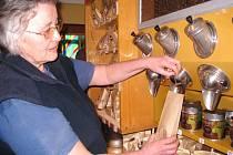 KAFÍRNA V TRUTNOVĚ nabízí nejen příjemné posezení u lahodného nápoje, ale i možnost koupit si kvalitu domů.