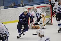 Vrchlabští hokejisté z Kolína vezou dva body.