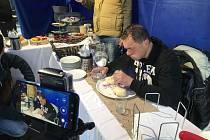 Koncem září se konala akce Maloúpská vařečka a s ní spojené soutěže v pojídání. Podařil se mi zlatý hattrick v soutěži o největšího jedlíka borůvkových knedlíků a první jsem byl také v pojídání nejpálivějších papriček na světě.