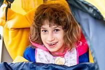 Běh Dobrého Draka v Trutnově pomohl Lucince Kašparové, která je kvůli vrozené rozsáhlé kalcifikaci mozku odkázána na stoprocentní péči rodičů a okolí.