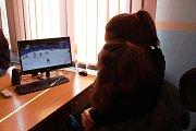 Páteční hokej narušil výuku i ve školách. Žáci sledovali semifinálové utkání na olympijských hrách v Jižní Korei.