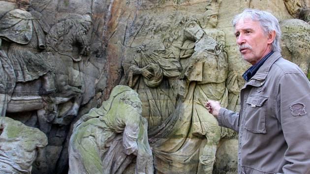 SOUBOR SOCH Betlém  v Novém lese u Kuksu, jak zní oficiálně název národní kulturní památky, má opět patřit Dvoru Králové. Vyzývá k tomu řezbář Leoš Pryšinger.