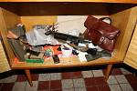 Policisté našli u podivína zbrojní arzenál