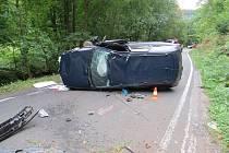 Nehoda u Petříkovic: Volvo na boku.