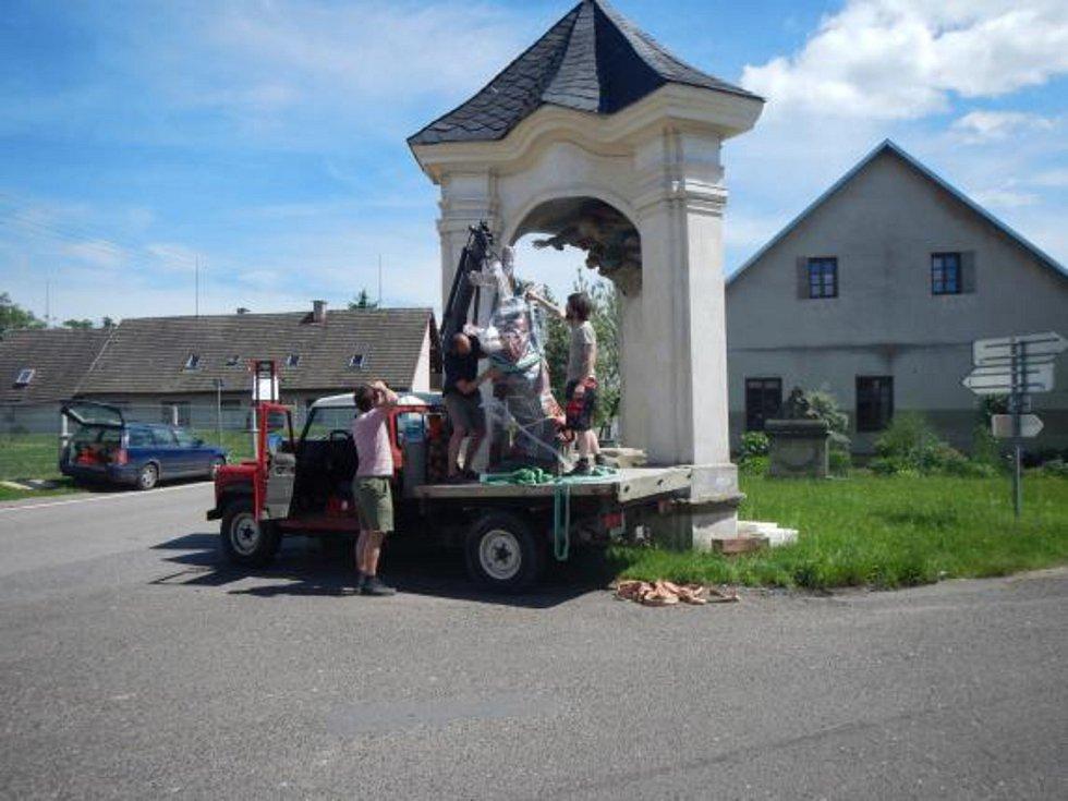 Do Žirče se po letech vrátila socha Krista Salvátora.