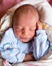 JAKUB MARYŠKO se narodil Anežce a Lukášovi 13. března. Doma ve Studenci už na čeká také sestřička Adélka.