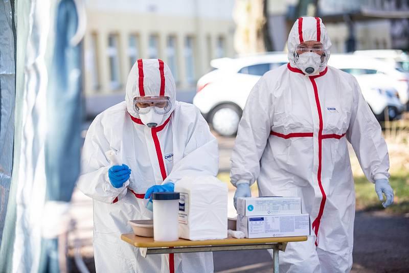 Nemocnice v Trutnově začala odebírat a zpracovávat vzorky s podezřením na koronavirus.