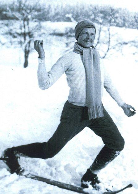 """Legendární lyžař Bohumil Hanč vedl výcviky ivNovém Městě na Moravě. 'Byl nesporně největší personou lyžování vKrkonoších před první světovou válkou,"""" říká historik Jan Luštinec."""